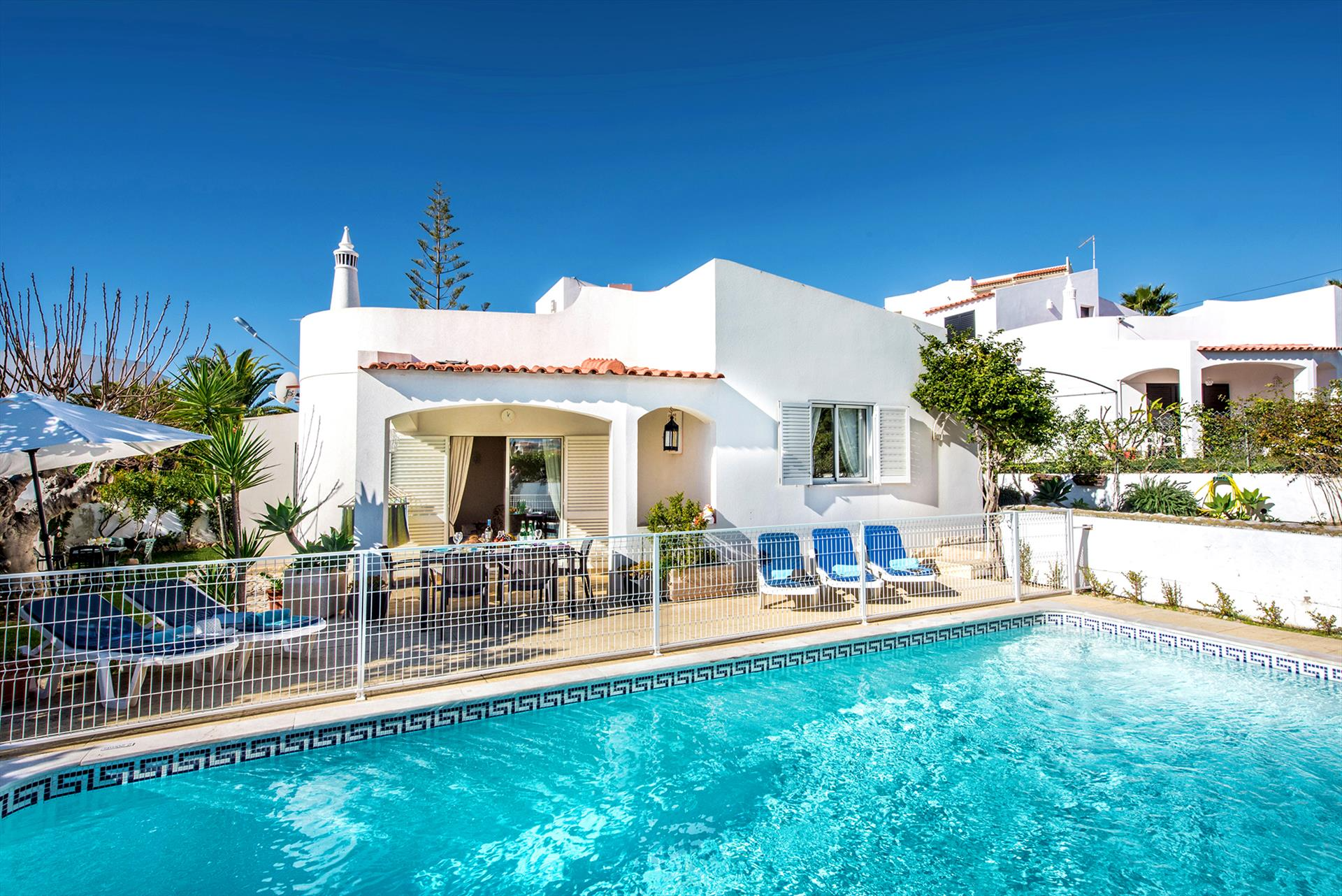 Rent child friendly holiday Villa Albufeira VT110 with fenced heated pool in Albufeira