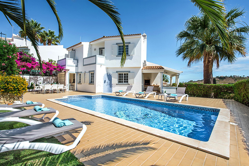 Rent child friendly holiday Villa Albufeira VT214 at walking distance from the beach Praia dos Pescadores in Albufeira