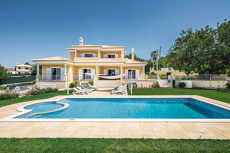 Rent child friendly holiday Villa Albufeira VT224 with children's pool