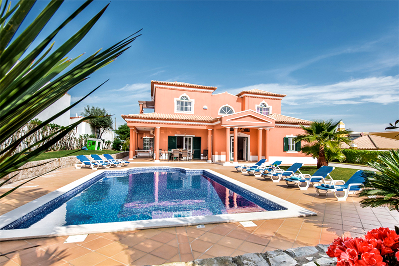 Rent child friendly holiday Villa Albufeira VT313 with heated pool at walking distance from the beach in Gale, Albufeira