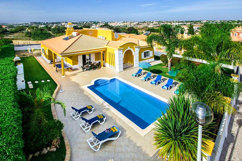 Rent child friendly holiday Villa Albufeira VT314 with heated pool at walking distance from the beach in Gale, Albufeira