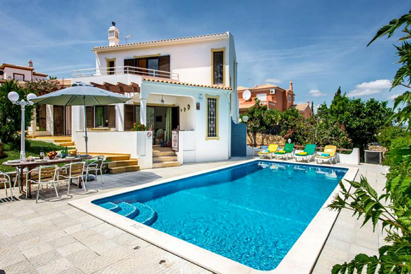 Rent child friendly holiday Villa Albufeira VT316 with heated pool at walking distance from the beach in Gale, Albufeira