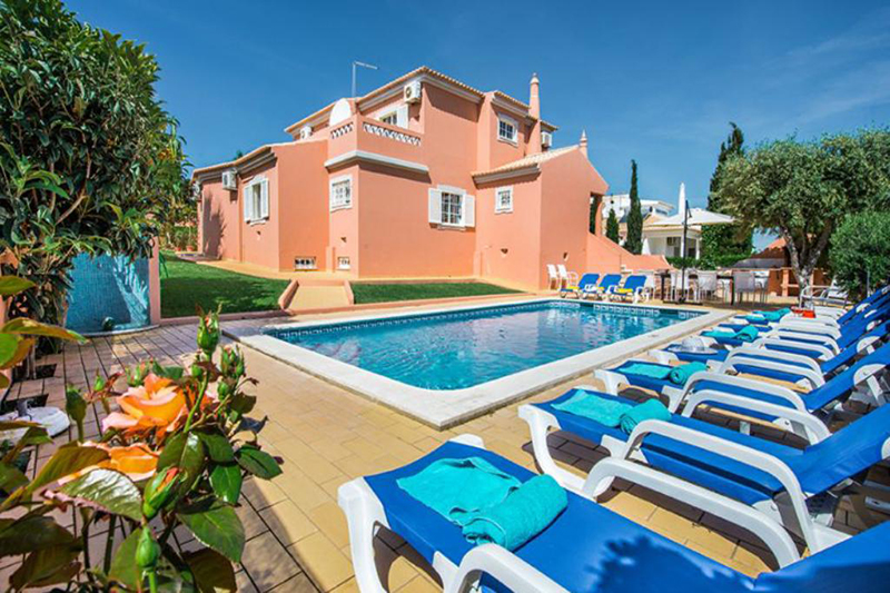 Rent child friendly holiday Villa Albufeira VT317 with heated pool at walking distance from the beach in Gale, Albufeira