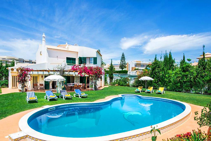 Rent child friendly holiday Villa Albufeira VT319 with heated pool at walking distance from the beach in Gale, Albufeira