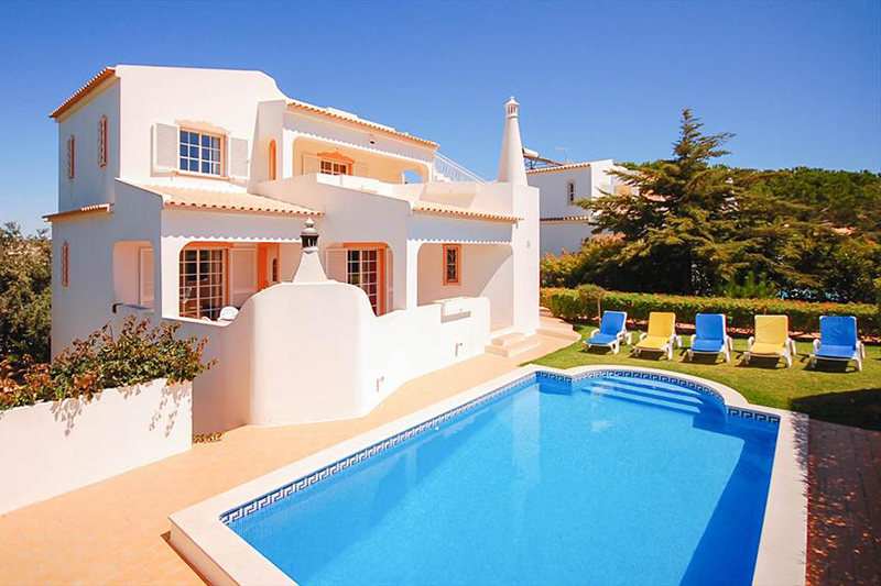 Rent child friendly holiday Villa Albufeira VT401 with private pool at walking distance from the beach Praia da Gale in Albufeira