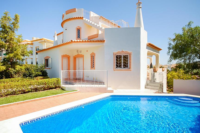 Rent child friendly holiday Villa Albufeira VT402 with private pool at walking distance from the beach in Gale, Albufeira