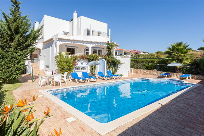 Rent child friendly holiday Villa Albufeira VT403 with private pool at walking distance from the beach in Gale, Albufeira