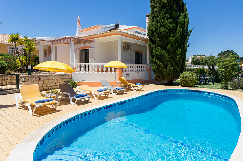 Rent child friendly holiday Villa Albufeira VT418 with fenced private pool at walking distance from the beach Praia da Gale in Albufeira