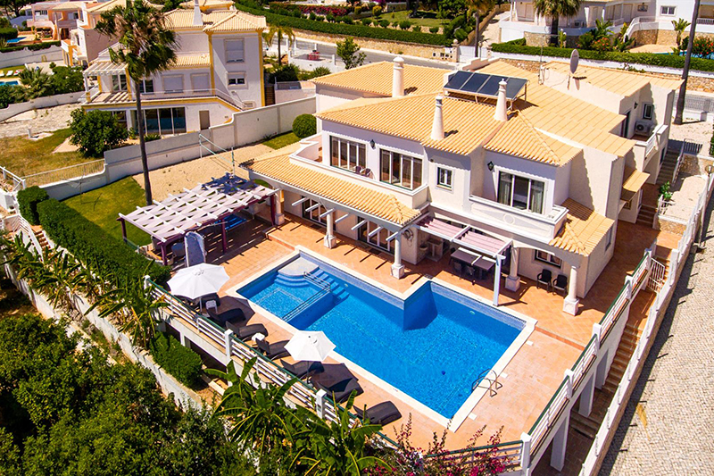 Rent luxury child friendly holiday Villa Albufeira VT601 with heated private pool and children's pool in the center of Albufeira