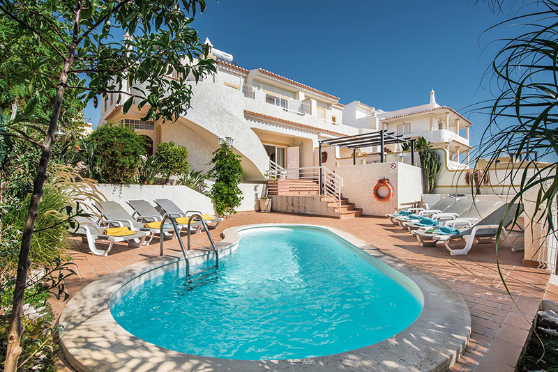 Rent family holiday Villa Albufeira VT220 with heated private pool in Albufeira