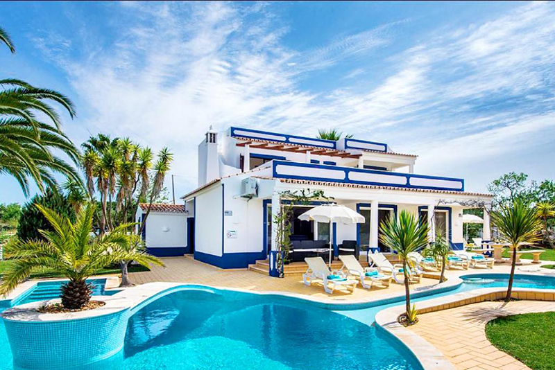 Rent family holiday Villa Albufeira VT322 with heated private pool in Albufeira