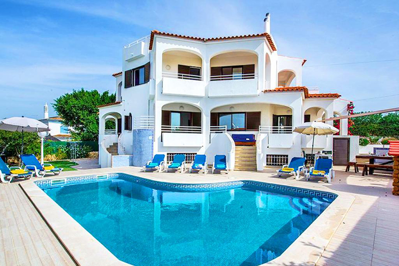 Rent family holiday Villa Albufeira VT326 with heated private pool in Albufeira