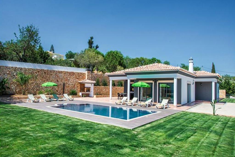 Rent family holiday Villa Albufeira VT328 with heated private pool in Albufeira