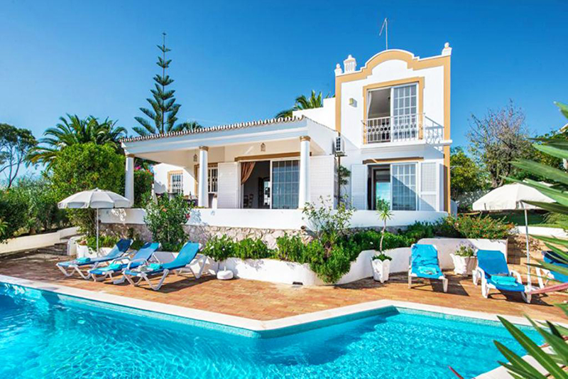 Rent family holiday Villa Albufeira VT329 with heated pool in Albufeira