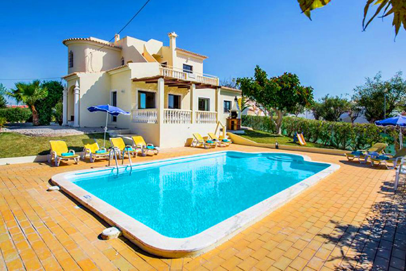 Rent family holiday Villa Albufeira VT331 with heated private pool in Albufeira