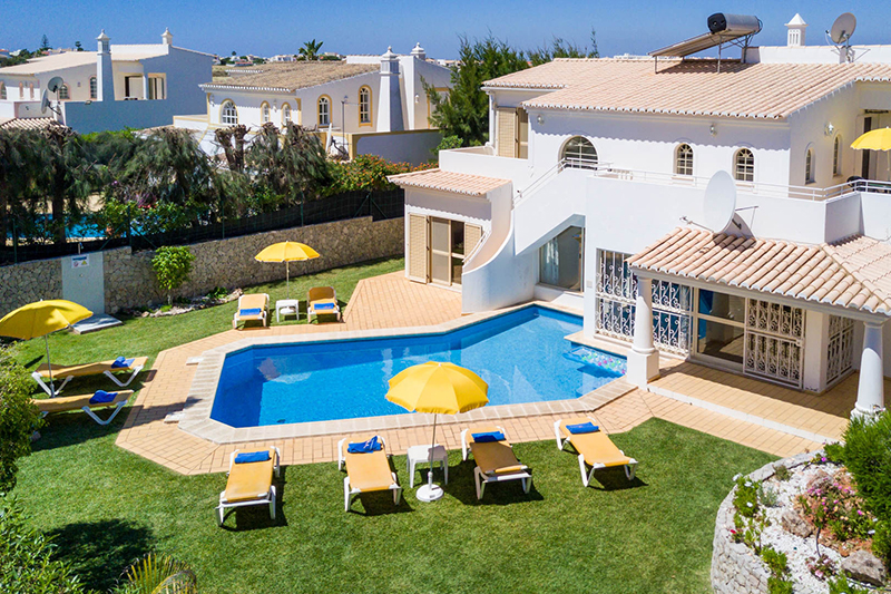 Rent family holiday Villa Albufeira VT417 with heated private pool in Albufeira