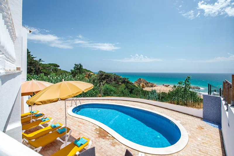 Rent luxury child friendly holiday Villa Albufeira VT301 with heated private pool directly at the beach in Albufeira