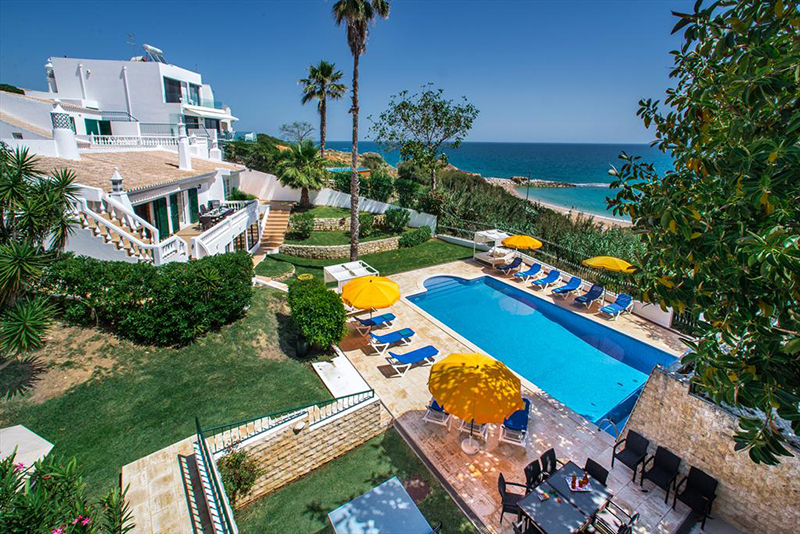 Rent luxury child friendly holiday Villa Albufeira VT302 with heated private pool directly at the beach in Albufeira