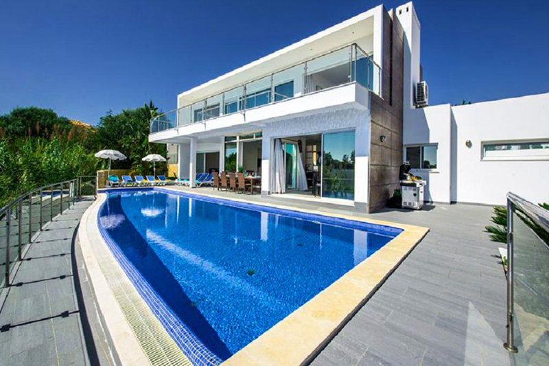 Rent luxury child friendly holiday Villa Albufeira VT305 with heated private pool in Albufeira