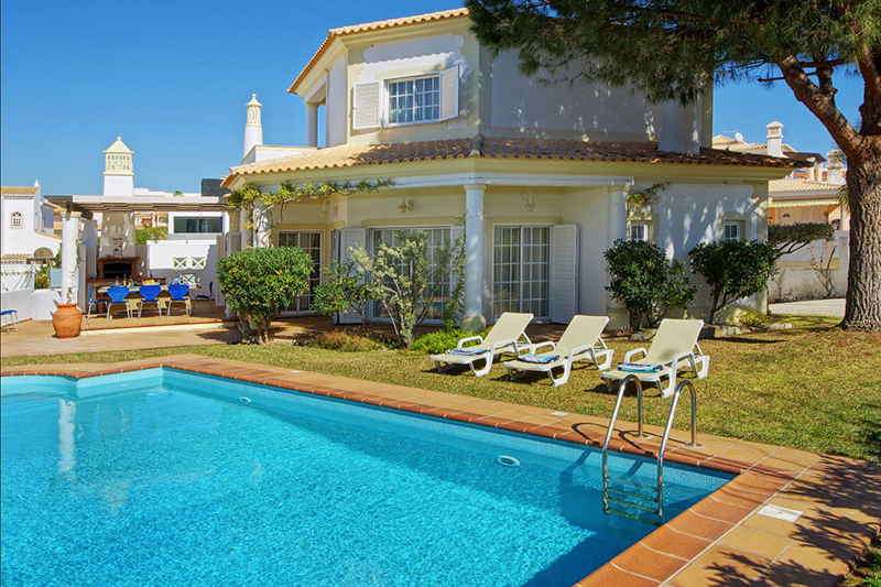 Rent luxury child friendly holiday Villa Albufeira VT306 at walking distance from the beach Praia da Gale in Albufeira