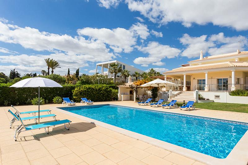 Rent luxury child friendly holiday Villa Albufeira VT408 at walking distance from Praia da Gale beach