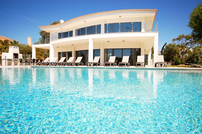 Rent luxury child friendly holiday Villa Albufeira VT430 at walking distance from the beach Praia da Gale in Albufeira