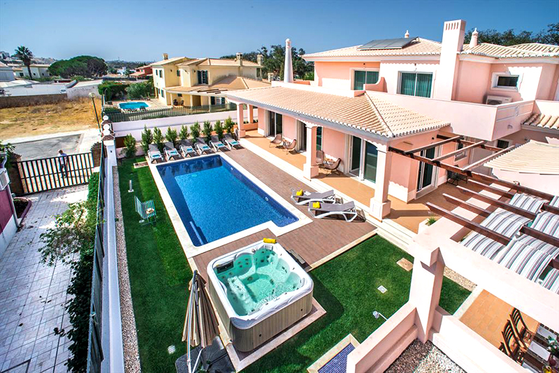 Rent luxury holiday Villa Albufeira VT222 with heated private pool in Albufeira