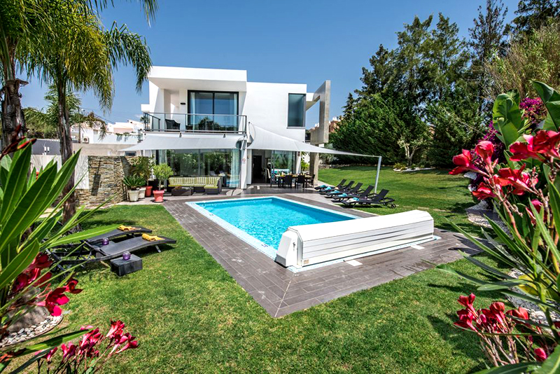 Rent luxury holiday Villa Albufeira VT226 with heated private pool in Albufeira